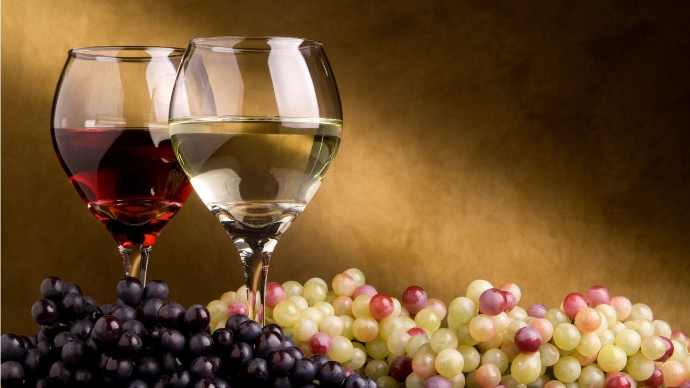 wine and grapes for Desktop